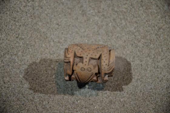Ceramic rolling stamp shaped like a lizard.