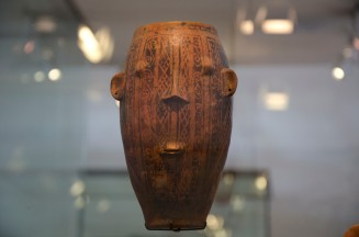 A vessel as a painted face; Cultura Puruhá (1250 - 1530 AD)