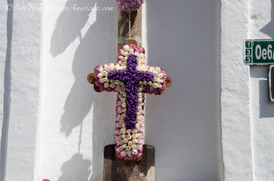 A close up of the cross at the Plaza Santa Clara.