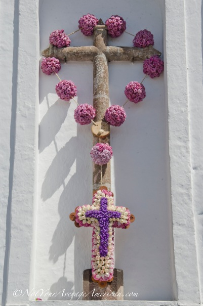 As seen from the Plaza Santa Clara, light purple, pink, and white roses for Semana Santa.