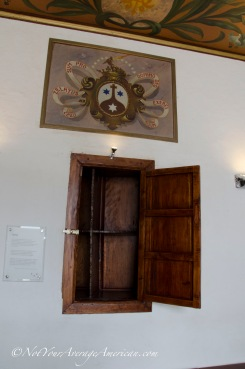 Revolving door where the Carmelite nuns could receive goods without meeting the people delivering them.